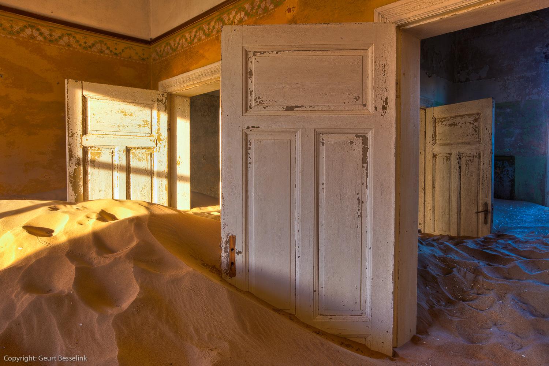 Kolmanskop, de deur staat altijd open